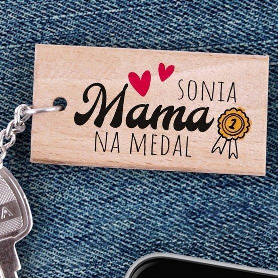 Brelok drewniany z nadrukiem - Mama na medal