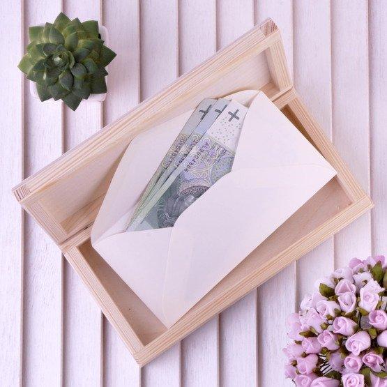 Drewniane pudełko na koperty z dłonie