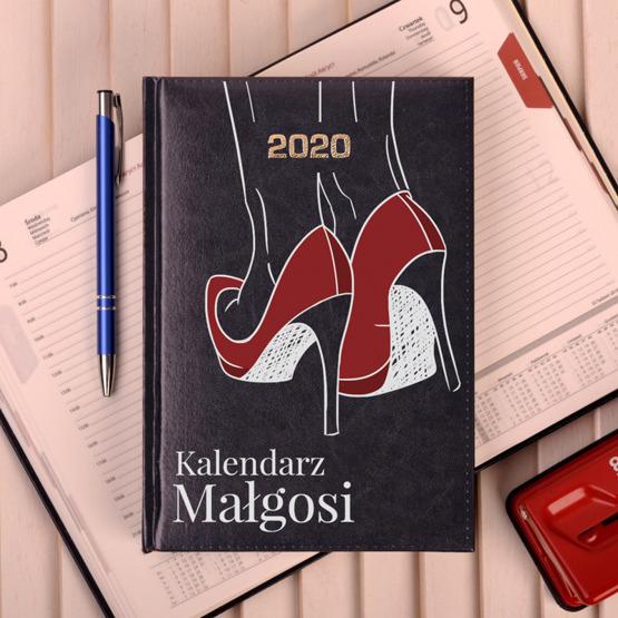 Kalendarz-z-nadrukiem-czerwone-szpilki-12106_1