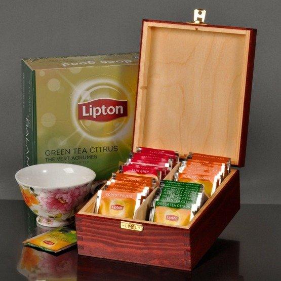 Pudełko z herbatą z inicjałami i datą