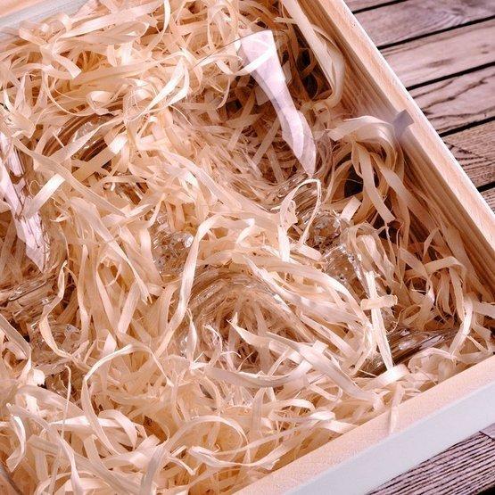 Zestaw sześciu kieliszków do wódki w pudełku drewnianym z okazji rocznicy